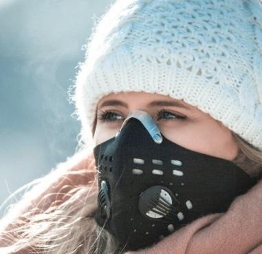 sportliche schwarze corona maske mit ventil